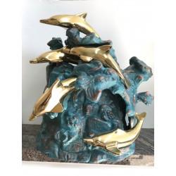 Urne avec dauphins sur rocher