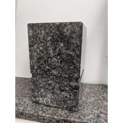 Urne en granit carré bleu perle avec check, tout poli